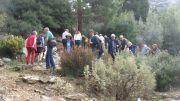 Ξενάγηση των επισκεπτών στον Βοτανικό Κήπο της Φιλοδασικής που είναι φυτεμένος με σπάνια είδη σε φυσικά ανοίγματα του εδάφους στην πλαγιά του βουνού.